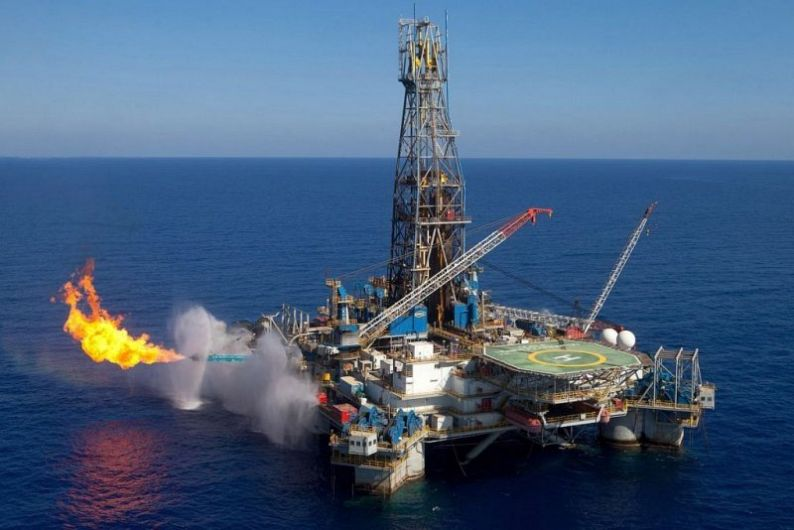 ALARMĂ/ Senatul a modificat Legea Offshore, calculând valoarea de referinţă a gazului pentru plata veniturilor suplimentare de trei ori mai mic decât cel reglementat